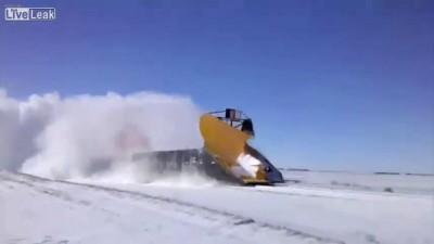 Как убирают снег с путей