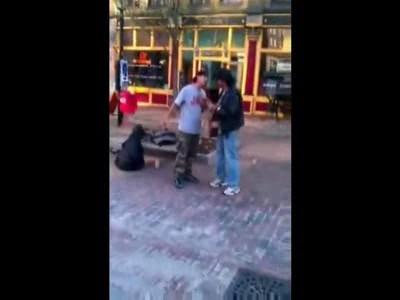 Невменяемое быдло vs уличный музыкант