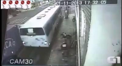 Автобус сбил женщину ...