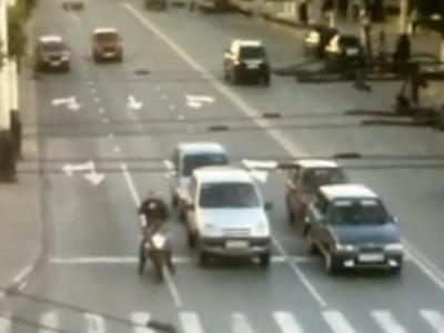 Мотоциклисту повезло, что он отъехал