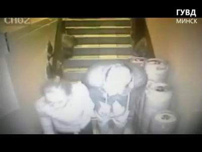 Одел трусы на голову и украл 15 литров пива