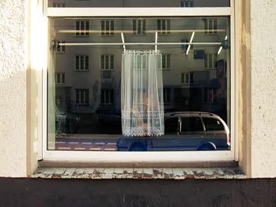 My little piece of privacyРобошторка - для тех, кто живет на первом этаже