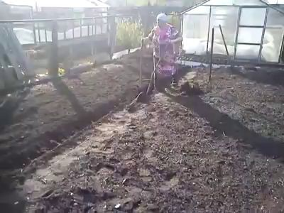 пашем землю
