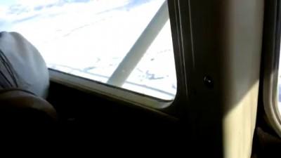 Парень рассказывает свою авиакатастрофу