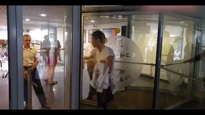 В Москве Грабитель Застрял во Вращающихся Дверях ТЦ, Убегая с Места Преступления