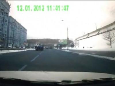 Отвлекся от дороги, выскочил пешеход