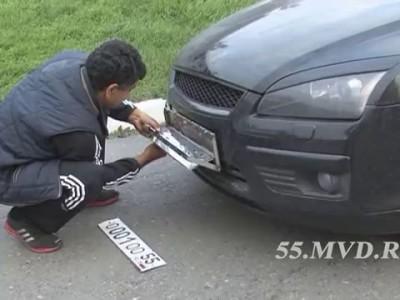 Задержан автомобиль с переворачивающимися номерами