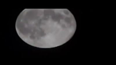 Во время cуперлуния оператор-любитель снял НЛО