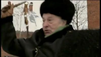 Жириновский лупит осла!