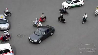 Traffic in Frenetic HCMC, Vietnam - Giao thông Việt Nam trong mắt người nước ngoài