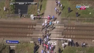 Train interferes with Paris - Roubaix 2015 HD