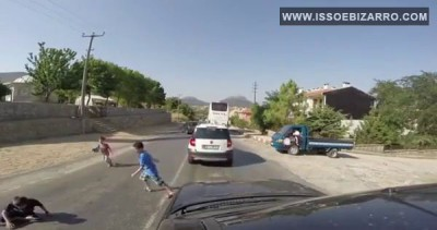 Пацан неудачано перебежал дорогу