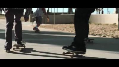 Девченки катаются на роликах - Lucozade Advert 2011