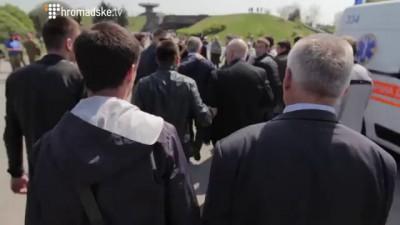 Симоненко бежит с митинга 1 мая в Киеве