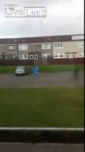 Шотландский лунатик с мачете гоняет полицию