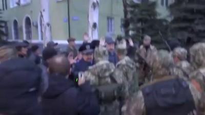 Отряд самообороны Славянска берет горотдел милиции. Украина 12 04 2014