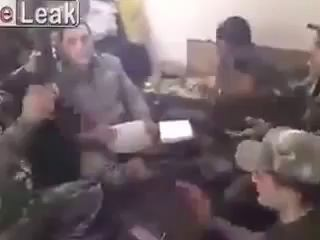 Сирия солдаты Асада и Хезболлы поют песни