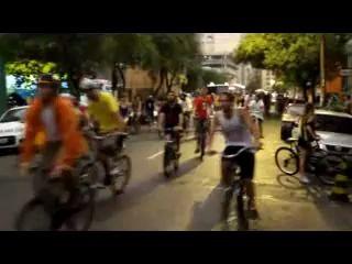 Страйк - водила сбивает велосипедистов