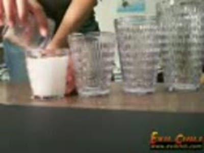 Фокус со стаканами и жидкостью