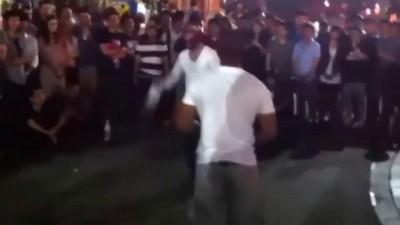 Американский турист против уличного боксёра