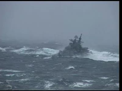 Эсминец «Адмирал Ушаков» во время шторма