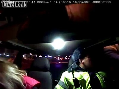 Истерика в полицейской машине!!!...