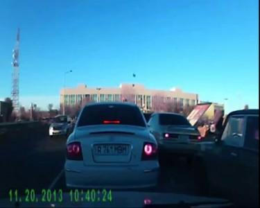 Агрессивные женщины за рулем!!! Актау