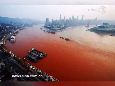 Река Янцзы окрасилась в красный цвет