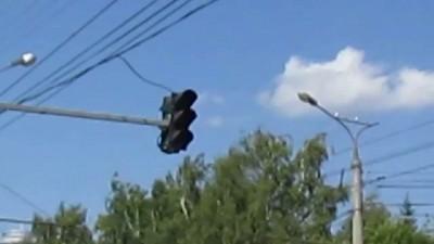 Неисправный светофор на проспекте Яковлева
