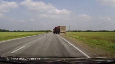 Водитель фуры не справился с управлением
