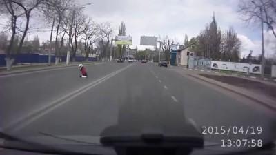 В Одессе байкер на ходу потерял девушку