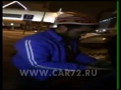 Таксисты в Тюмени заставили клиента умыть зеленкой своё лицо