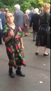 Бабушка пляшет