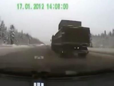 Нереально повезло ! Авария с двух камер .