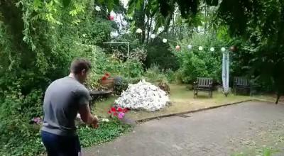 Der Haufen muss weg 2.0 ( Explosion im Garten)