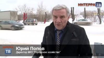 Покрасить деревья в красный цвет к приезду Суркова
