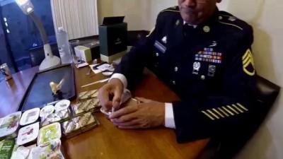 Американский солдат пробует Российский сухпай.