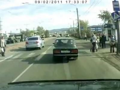 Столкновение пешеходов на дороге