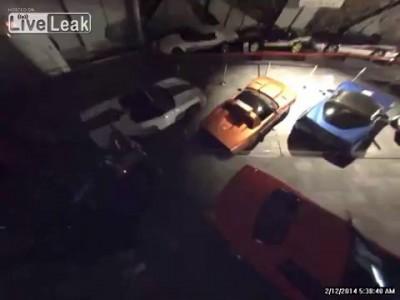 В музее Chevrolet Corvette провалились под землю 8 автомобилей