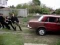 8 парней против ВАЗ 2101