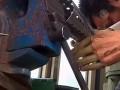 Китайский инвалид смастерил себе бионические руки (новости)