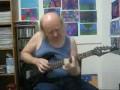 Дед лабает на гитаре