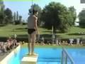 Неудачный прыжок в бассейн