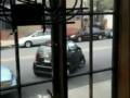 Девушка паркуется на Смарте .