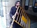 Самый необычный уличный музыкант