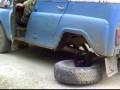 На УАЗе без колеса