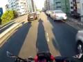 Безбашенный байкер в Бразилии