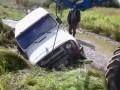 Трактор пытался вытянуть УАЗик и грязи