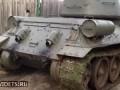 Т-34 давит немца