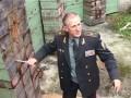 Генерал спецназа метает ножи